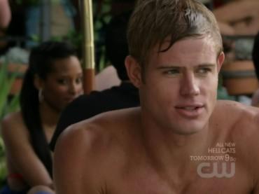 90210: pioggia di baci gay