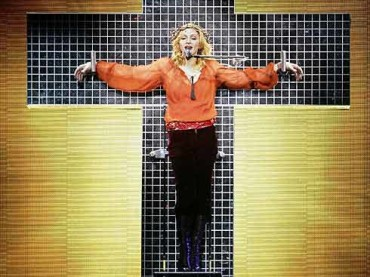 Madonna abbandona la Kabbalah per l'Opus Dei?