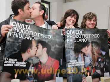 """Carlo Giovanardi non la finisce più: """"Basta ostentare baci gay in pubblico, danno fastidio"""""""
