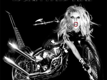 Lady Gaga e il record storico di Britney Spears: Born This Way batte Oops!… I Did It Again?