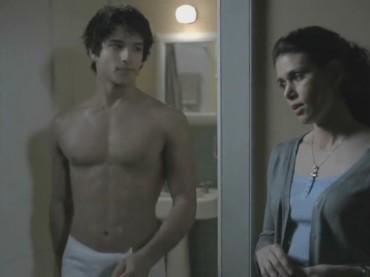 Tyler Posey con Teen Wolf sfida Taylor Lautner: è guerra tra lupacchiotti sexy