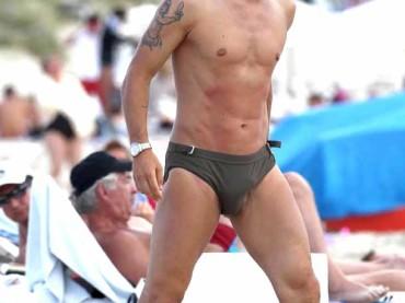Pioggia di pacchi per Francesco Totti a Formentera