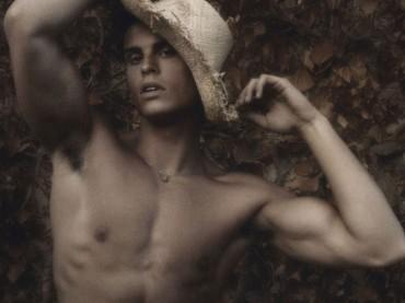 Baptiste Giabiconi torna a spogliarsi su Soon Magazine