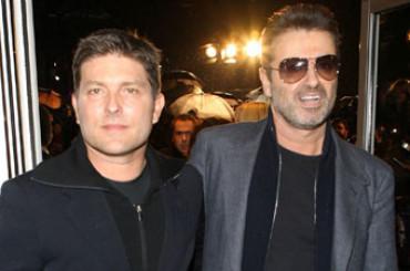 George Michael canta Amy Winehouse e annuncia l'addio allo storico fidanzato