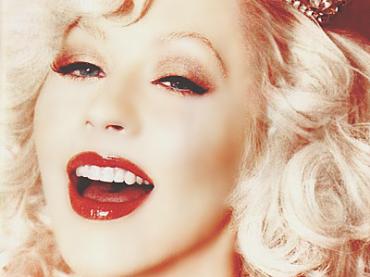 100 milioni di dischi venduti per Christina Aguilera (che duetta con Cheryl Cole?)