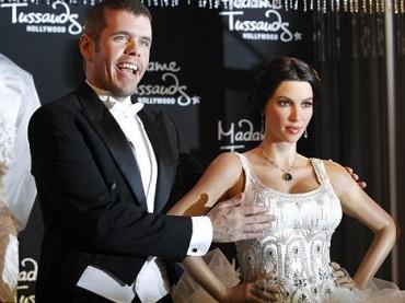 Se Perez Hilton inaugura la statua di cera di Kim Kardashian…
