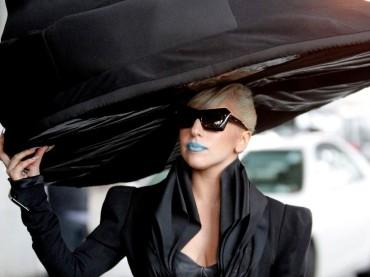 Cappello aerostatico per Lady Gaga sul set di Marry The Night