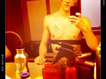 Il nuovo gay di Glee mostra il fisico: ecco Grant Gustin