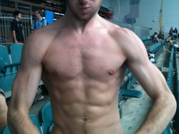 Matthew Mitcham mostra muscoli e peli pubici