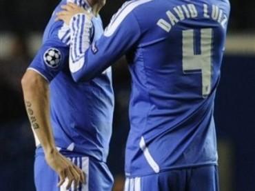 Fernando Torres, la carezza di David Luiz e il pacco sporgente…