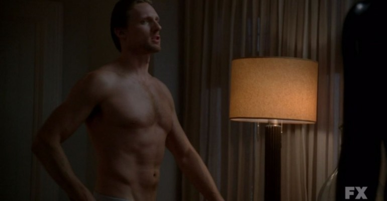 Teddy Sears mostra le chiappe in American Horror Story