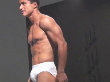 Mario Lopez sempre più 'cazzuto': arriva la SUA marca di intimo