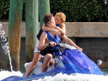 Shakira si spupazza Gerard Piqué