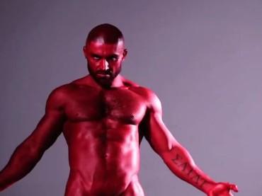 François Sagat è un diavolo nudo per Philip Riches: il video
