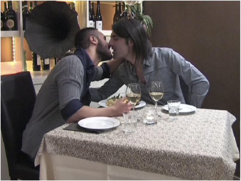 uomini e donne arriva il primo bacio gay