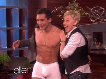 Mario Lopez mostra il pacco da Ellen: foto e video