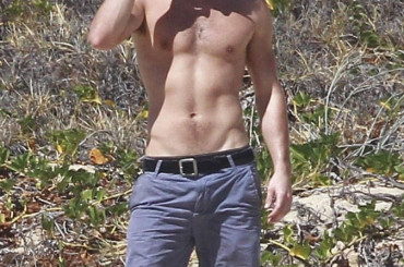 Chace Crawford gnocco in spiaggia