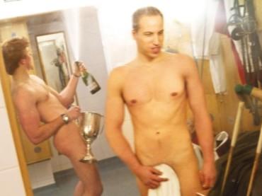 I principi WILLIAM ed HARRY nudi in uno spogliatoio?