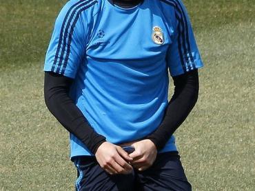 Cristiano Ronaldo se lo STRITOLA in allenamento