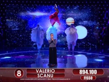 Valerio Scanu, la sfuriata con Platinette e la gonna pantalone