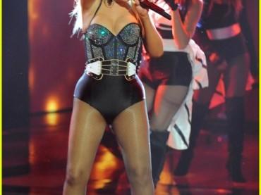Christina Aguilera mezza nuda canta Fighter a The Voice