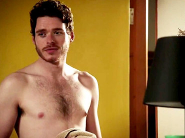Richard Madden di Game of Thrones nudo e gay in SIRENS