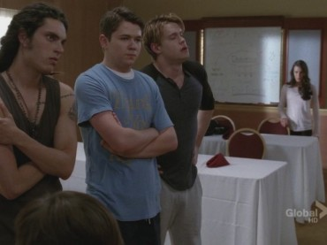 Chord Overstreet e il pacco in GLEE (con The Edge of Glory)