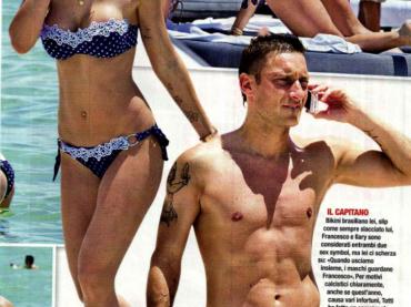Francesco Totti e il pacco blu