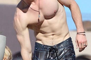 Chris Hemsworth nudo e di culo in Rush – la scena