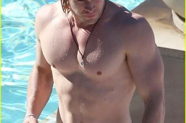 Chris Hemsworth sexy e bagnato