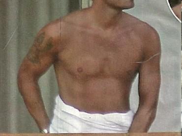 Francesco Totti se lo strizza sotto l'asciugamano
