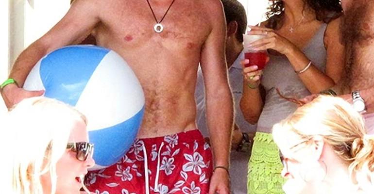 Party in piscina per il Principe Harry