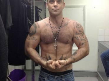 Robbie Williams palestrato su Twitter