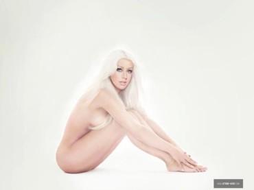 Christina Aguilera sfacciatamente magra (e nuda) per LOTUS