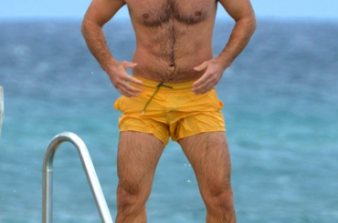 Jude Law in costume a St. Tropez