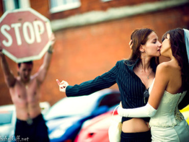 Insultate da un carabiniere perché lesbiche