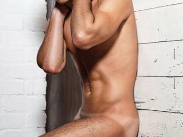 Chris Mears tutto nudo su Gay Times: ecco le foto