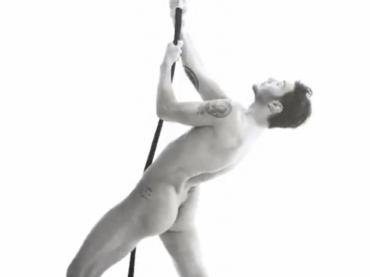 Stefano De Martino nudo e di culo su Youtube: foto e video
