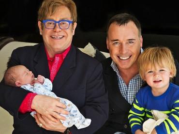 Elton John e David Furnish con i figli Zachary e Elijah Joseph – la foto