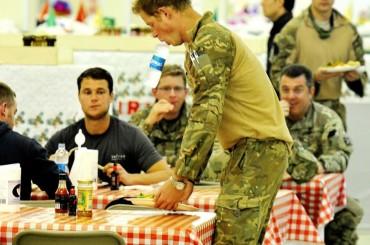 Il Principe Harry, l'Afghanistan e la bocca da bottiglietta d'acqua