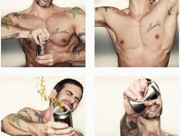 Marc Jacobs si spoglia per DIET COKE: foto e video