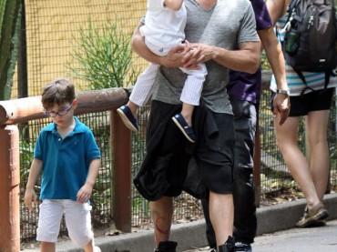 Ricky Martin allo ZOO con i figli