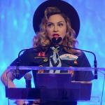 GLAAD AWARDS 2013: Madonna BOY SCOUT premia e bacia Anderson Cooper