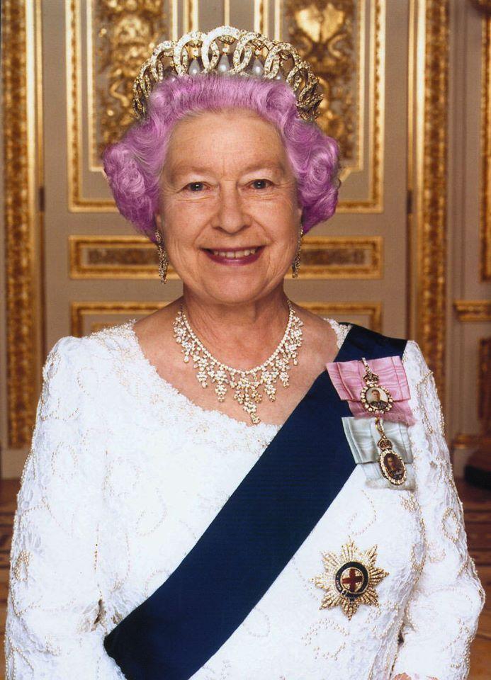Donnya piggott la regina elisabetta ii premier l for La regina elisabetta 2