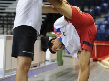 Novak Djokovic e lo stretching 'molto aperto'
