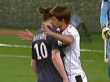 Renato Civelli bacia Zlatan Ibrahimovic – il video