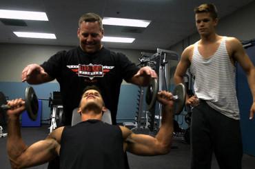 CHARLIE CARVER e MAX CARVER mettono muscoli per Teen Wolf – foto e video