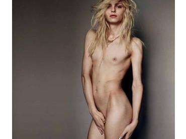 Andrej Pejic nudo per Vogue Brasil
