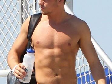 Tom Daley show in FLORIDA, tra spiaggia e allenamenti