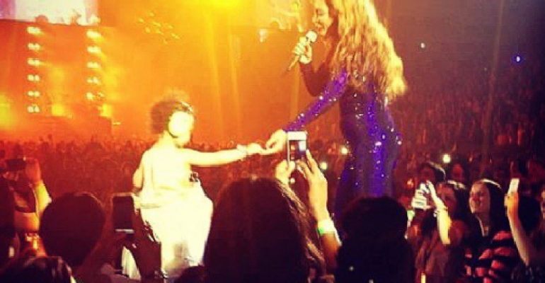 Beyonce con Blue Ivy sul palco – in tour a Londra – il video